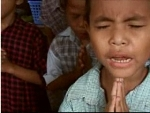 Children of Myanmar pray