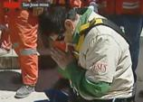 Miner kneels in prayer after rescue