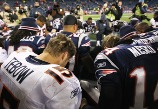 Tebow prays w patriots
